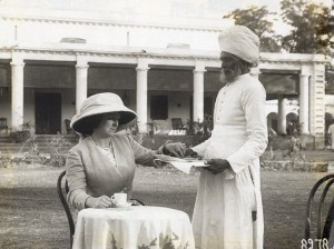 ca. 1910 - 1930 --- Hindu servant serving tea to a European colonial woman. Undated photograph. BPA#2 4362 --- Image by © Underwood & Underwood/CORBIS